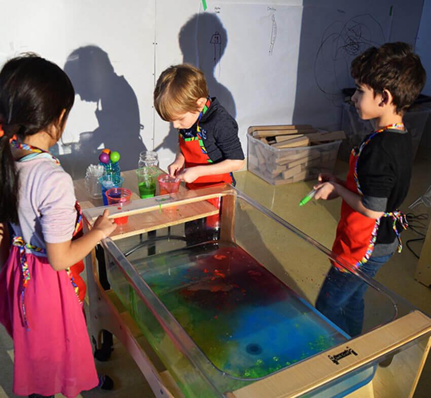 Jet de peinture - bac d'eau - exploration - ombres et lumière