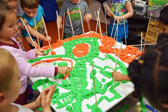 Plasticine - route - arts plastiques - enfant - service de garde